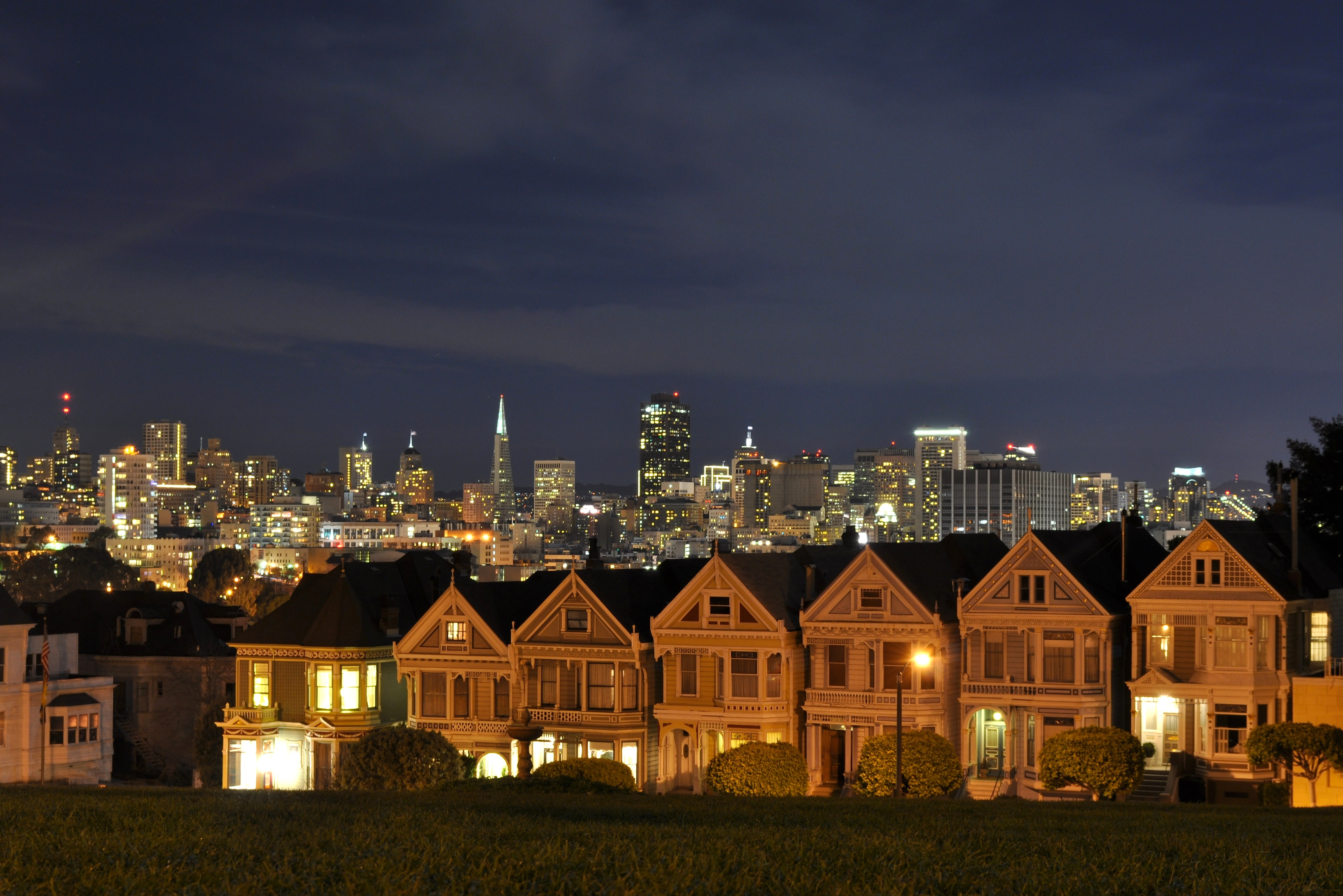 (San francisco) Deadly Attraction (pv Looker) Alamo-square-at-night-t